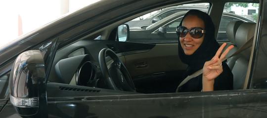 Storia del tweet che mise le donne saudite al volante