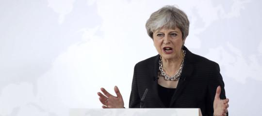 Perché i dazi di Trump contro il Canada fanno arrabbiare Theresa May