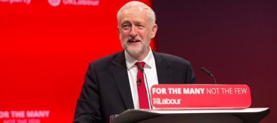 Il nuovo Labour di Jeremy Corbyn farà la guerra ai robot che ci rubano il lavoro