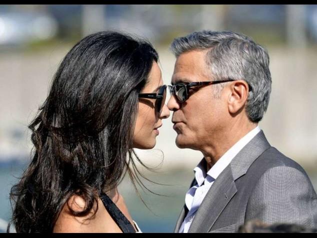 Clooney e Amal sposi, oggi la cerimonia in municipio - Video e Foto