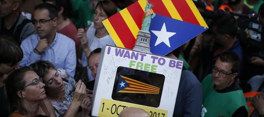 Referendum Catalogna: spari ad aria compressa contro seggio, 4 feriti lievi