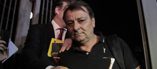 La storia della fuga di Cesare Battisti, che l'Italia insegue da 36 anni