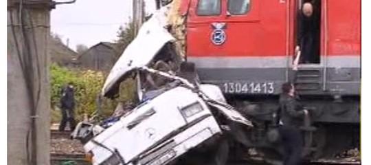 Russia: scontro tra treno e autobus, 19 morti