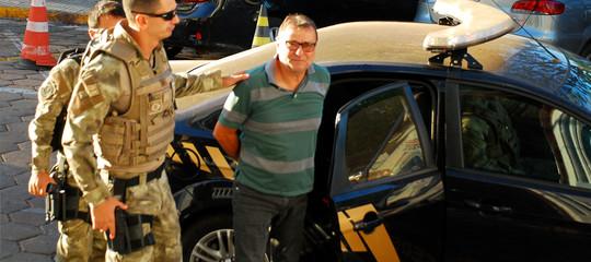 Farà prima Battisti a scappare di nuovo o il presidente Temer a metterlo su un aereo per l'Italia?