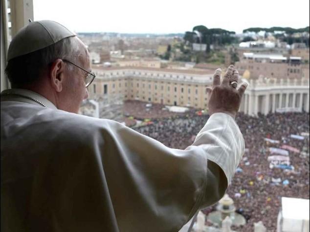 """8 marzo: il Papa, """"le donne vedono oltre, senza di loro il mondo sarebbe sterile"""""""