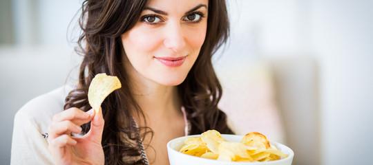 C'è una sostanza potenzialmente killer nelle patatine. Una ricerca
