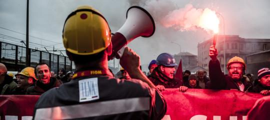 Perché Calenda ha annullato il tavolo sull'Ilva e i sindacati scioperano