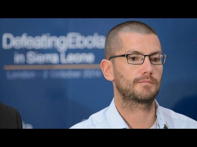 """Ebola: sopravvissuto britannico contro i Band Aid, """"imbarazzante"""""""