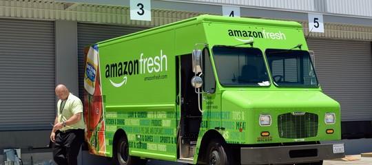 Un effetto collaterale della diffusione di Amazon: più furgoni e meno auto sulle strade