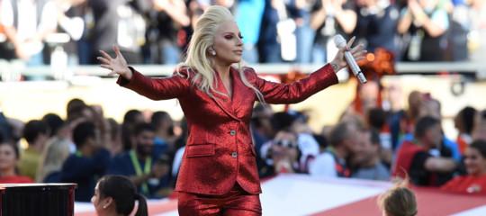 Cos'è la fibromialgia, la malattia fantasma che ha colpito Lady Gaga