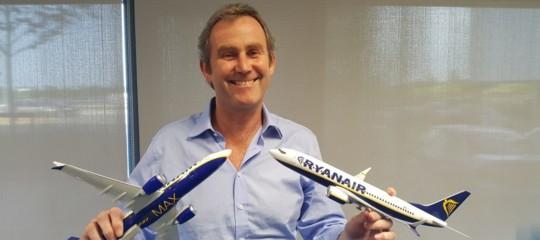 Cosa c'è dietro la crisi di Ryanair che ora fa campagna acquisti di piloti