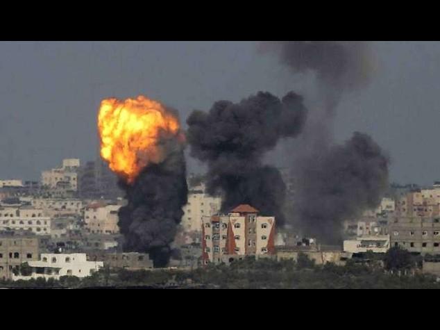 M. O.: pesanti bombardamenti, migliaia in fuga dal Nord di Gaza