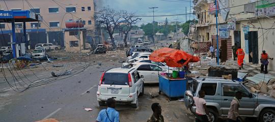 Somalia: attentato nel centro di Mogadiscio, almeno 20 morti