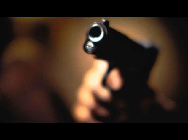 Lo minacciano per essere pagati, imprenditore spara e uccide due operai