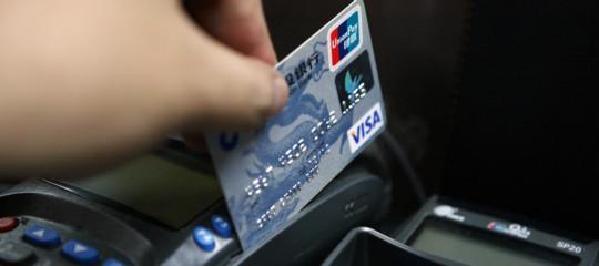 Ha senso multare con 30 euro chi non accetta il bancomat per un caffè?