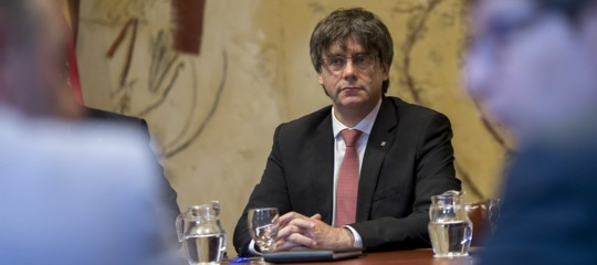 In Catalogna sta per scadere l'ultimatum di Madrid. E altre 21 news da seguire