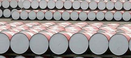 Usa: scorte settimanali di petrolio calano oltre le attese