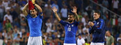 Il portiere italiano Gianluigi Buffon, Lorenzo Insigne e Andrea Belotti esultano dopo la fine della partita di calcio per la qualificazione alla Coppa del Mondo FIFA 2018 tra l'Italia e il Liechtenstein (Afp)