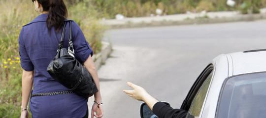 La Francia vuole chiudere la bocca ai molestatori di strada. Con una multa
