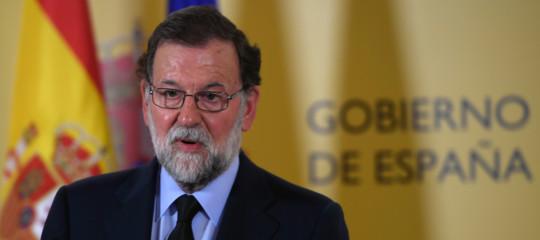 Madrid applica l'articolo 155 per sospendere l'autonomia della Catalogna