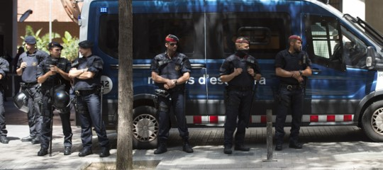 Catalogna:Rajoyassume la presidenza, commissariati i Mossos