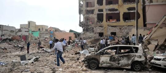 Autobombe a Mogadiscio, almeno dieci morti