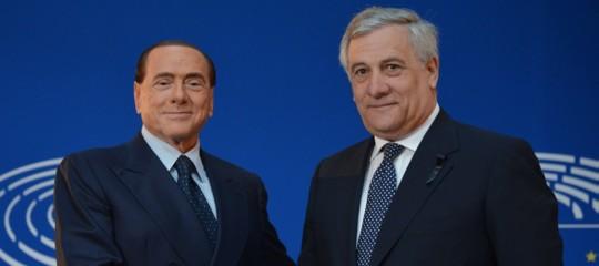 Berlusconi rilancia Tajani e Salvini apre ai Cinquestelle. Movimenti a destra
