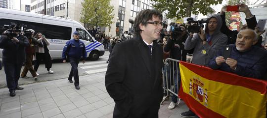 Puigdemont ricercato e i ministri in carcere. A che punto è la telenovela catalana