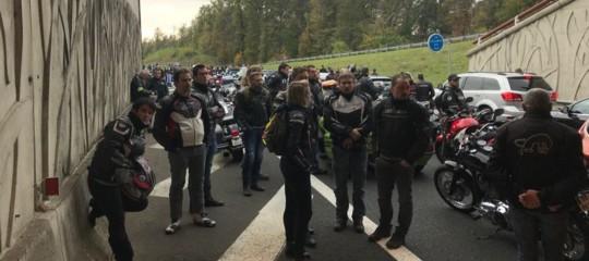 Fan francese di Valentino Rossi muore in moto e si fa seppellire con la sua Yamaha