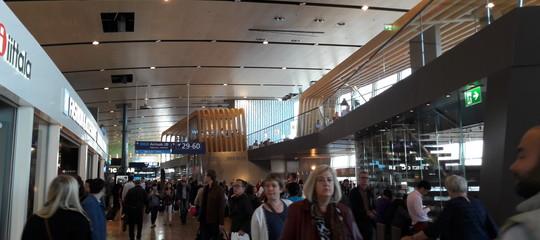 Perché nell'aeroporto più fico del mondo si pesano i passeggeri