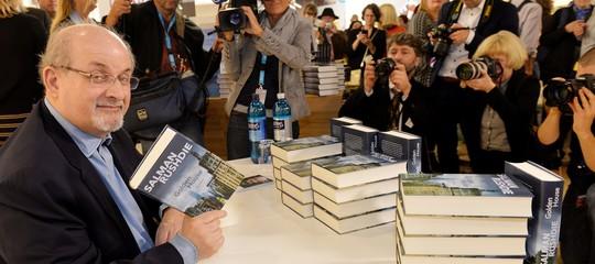 """Rushdie, Internet e l'America: """"Resistere nell'epoca dell'ignoranza aggressiva"""""""