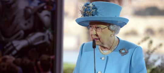 Paradise Papers: ci sono i nomi di Elisabetta II, un ministro di Trump, Bono e Madonna