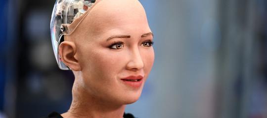 """""""Se vi fregheremo il lavoro sarà colpa vostra"""". Sophia, il robot risponde ai giornalisti"""