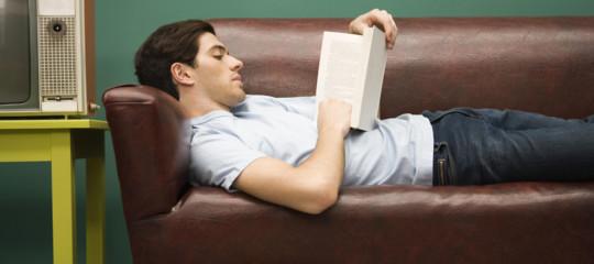 Gli italiani che leggono almeno un libro all'anno sono diminuiti ancora, al 40,5%