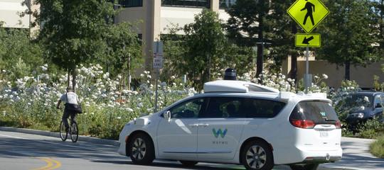 Google porta su strada auto che si guidano da sole e senza nessuno seduto davanti