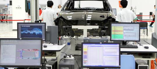 Problema: le auto elettriche riducono i margini dei costruttori. Un'analisi