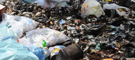 Virginia Raggi vuole l'esercito per combattere i roghi tossici di rifiuti