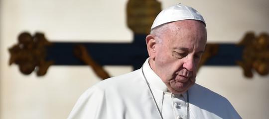 Papa: societàcontaminata dallo smog della corruzione