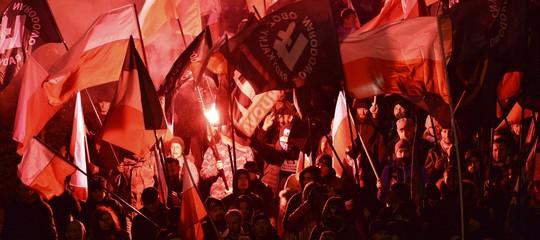 """Sessantamilanazionalisti marciano a Varsavia. Per il governo polacco è una """"splendida vista"""""""