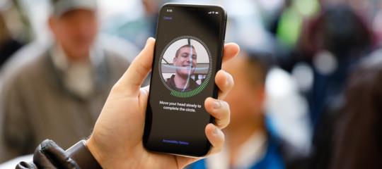 Il riconoscimento facciale dell'iPhoneX è davvero stato già hackerato?