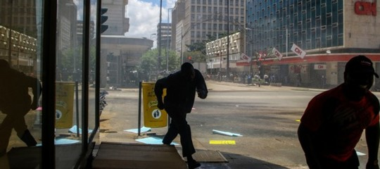 Zimbabwe: veicoli militari davantialParlamento, secondo i media ègolpe