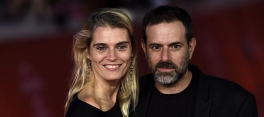 Chi è Claudia Zanella, la moglie diBrizziche si schiera in sua difesa (pubblicamente)