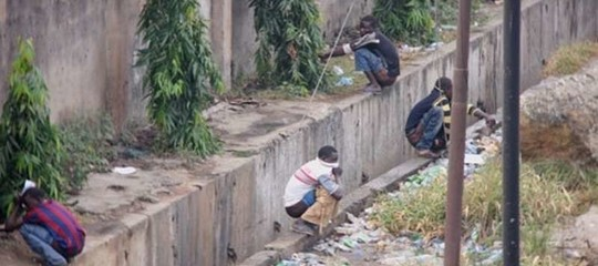 In Ghana defecare all'aperto è diventato un problema nazionale