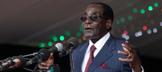 Zimbabwe, Mugaberiappare in pubblico e tiene un discorso