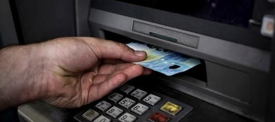 Tre grandi banche sono state multate per pratiche commerciali scorrette