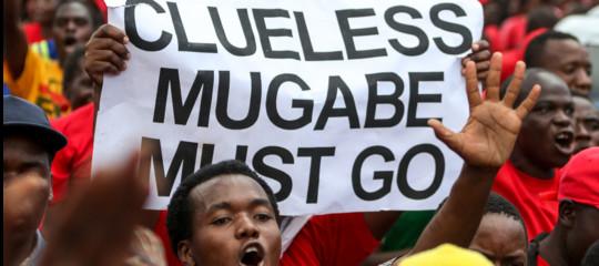 ComeMugabeha ridotto alla fame un Paese ricchissimo di risorse naturali