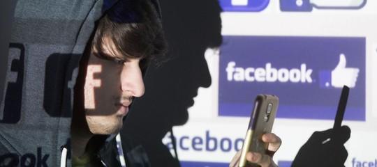Cosa fa Facebook con i nostrilike: la pubblicità psicologica