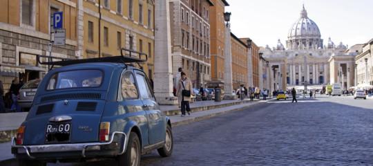 A Roma è in arrivo una stangata sulle strisce blu. Cosa prevede il piano Raggi