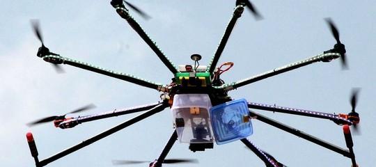 L'India schiera i droni per pizzicare chi defeca all'aperto