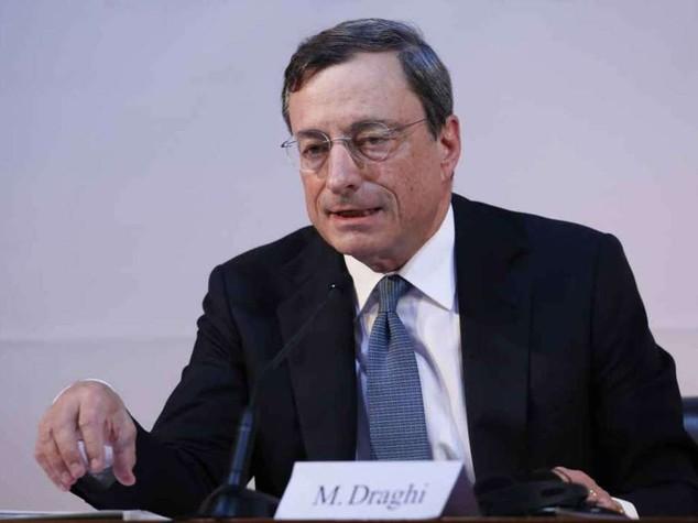 """Draghi, guerra alle deflazione: """"pronti a nuovi interventi"""", le borse volano"""